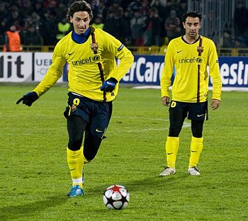 350px-Zlatan_Ibrahimovic_y_Xavi_Hernandez